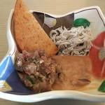 63519104 - 和食には、さつま揚げ・鯵のなめろう・塩辛・シラスをチョイス