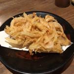 そば岡部 - 料理写真:白海老と新玉ねぎのかき揚げ。