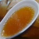 旭川ラーメン番外地 - 旭川のスープとしてはラード控えめですかね。