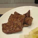 仙臺杜の牛たんカレー - 牛たん焼接写