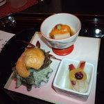 ryouteioomiyaichinoya - <前八寸> 姫さざえ明太子素焼き 胡麻豆腐 ホッキ貝と葱の酢味噌和え