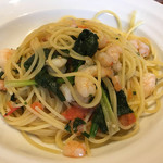 トラットリア ボーノボーノ - 海老とほうれん草、フレッシュトマトのスパゲティ٩( 'ω、' )و