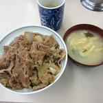 牛丼専門サンボ - 牛丼とみそ汁
