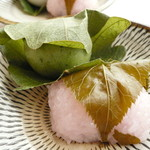 金城製菓株式会社 - 柏餅(よもぎ)&桜餅