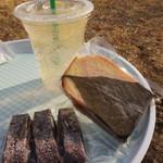 ときがわ菓子工房MOG - 料理写真:自家製ジンジャーエール、桜ケーキ、クランベリーココアサブレ