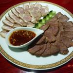 63535032 - 牛肉とラム肉の盛り合わせ