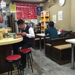 長浜ラーメン 味心 - 店内をパシャ 平日の12時50分