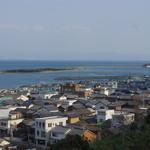 新島水産 - 由良の町並み