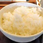やまや - 素のご飯は見るからにつやつや炊きたてなご飯で