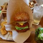 グレイトフルバーガー シカゴギャル's ストア - ベーコンチーズバーガーとポテトセットです♪