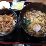 丸屋 そば屋 - たぬきそばミニ牛丼セット (690円)