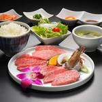 仙台牛一頭買い焼肉 明月苑 - 仙台牛上焼肉ランチ2790円