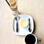 スロー ジェット コーヒー - アイスカフェラテ¥450、エチオピア ナチュラル¥500、プリン¥198