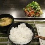 63544961 - 広島流お好み焼きドラカープ焼き(肉、玉子W、そば又はうどん、イカ天、大葉、九条葱) 1,000円 +ご飯セット 100円