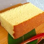 """長崎堂 - 料理写真:""""カステーラ""""のアップ。立って来るかと思ったら寝てた。"""