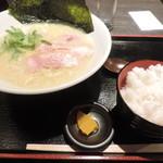 63551386 - 鶏白湯麺(大盛り)とライス