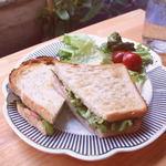 エリーズ カフェ - 焼きサンド・・400yenベーコンチーズ・ベーコンタマゴ・ツナチーズ