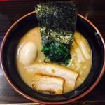麺屋 優創 - 豚骨和出汁醤油ラーメン(¥720)