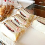 ベーカリー ドミナ - 食パンがふわふわです 「餡&苺&ホイップ」の組み合わせのサンドがとっても美味しかった〜♪