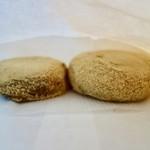 貴田大黒堂菓舗 - 料理写真:[2017/02]きび餅(80円)といものもち(80円)