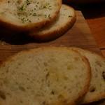 大衆ビストロ 2918 - アヒージョに付いてきたパン