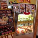 ダルバール - ショーケースのカレーライス(\680)の皿がデカい! 食券制です