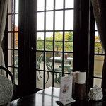 アサヒビール 大山崎山荘 - 室内とテラス席もあります。 2010.11撮影