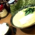 63561743 - 豚骨醤油ラーメンとご飯