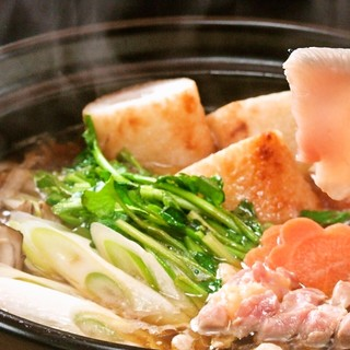 秋田産の食材をふんだんに使用した自慢のきりたんぽ鍋