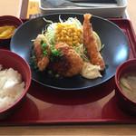 ジョイフル - 料理写真:「日替り昼膳」の「ダブルチキンカツ&えびフライ膳 530円」です