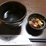 個室×おかげ家 - 先ずは焼酎のお湯割りでかんぱーい!お通しは色々な魚のユッケ風味?です