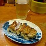 麺屋 湯や軒 - 生ビールジョッキ  500円、ぎょーざ(5ヶ)  300円