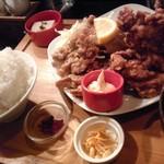 63566498 - ハーフ&ハーフ定食(焼き肉&カラあげ)