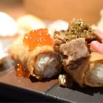 寿司居酒屋 あげまき - あげまき膳@税込1,240円:巻く稲荷。豚の角煮&イクラ。角煮を合わせるのは面白い。