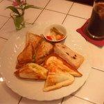 Cafe Veryroll - ランチ ホットサンド こだわりのハムと新鮮レタス,卵とチーズ,2つのサンドイッチのおいしさが味わえます