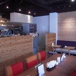 コーヒーハウス ソル  - ウッディな店内