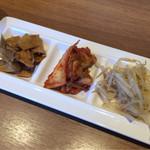 韓国料理Bibim - 食べ放題のおかず3品