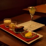 """カルシファーズ・グリル アラ トスカーナ - """"デザート(ワゴンの中から2種チョイス):アップルマンゴーのセミフレッド・ アスティスプマンテを使ったゼリー"""""""