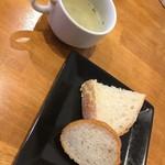 63578869 - スープとパン