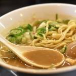 浜田山 - 魚介豚骨味玉らーめんのスープ