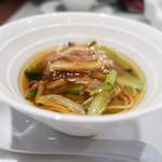 神田 雲林 - 牛肉麺