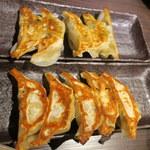 餃子バル - 焼き餃子、シソ焼き餃子
