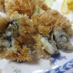 磯野家 - 中には小ぶりの牡蠣が2個