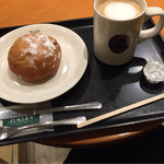 タリーズコーヒー 松江店 - カフェラテS(360円)とあんドーナツ(250円)