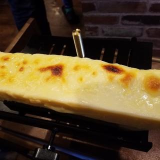高級ラクレットチーズを贅沢にかけちゃいました!