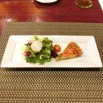 バティチ - Aランチ+デザートセット 1000円 の空豆と桜海老のタルト