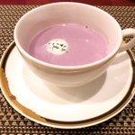 バティチ - Aランチ+デザートセット 1000円 の紫芋のポタージュ