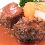 バティチ - Aランチ+デザートセット 1000円 の牛肉の赤ワイン煮込み