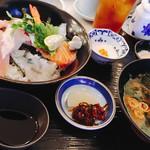 うまいんじょ処 魚や - 海鮮丼と赤出汁
