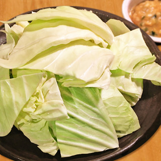 【お通し食べ放題!】秘伝の薬味味噌をつけて食べる新鮮キャベツ